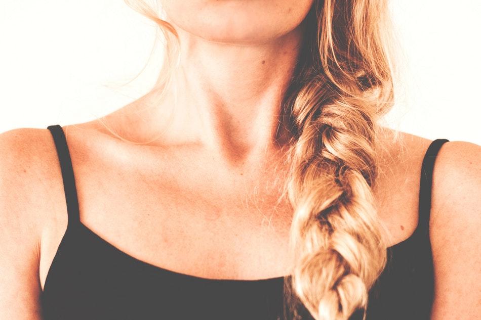 come fare i capelli mossi con le trecce